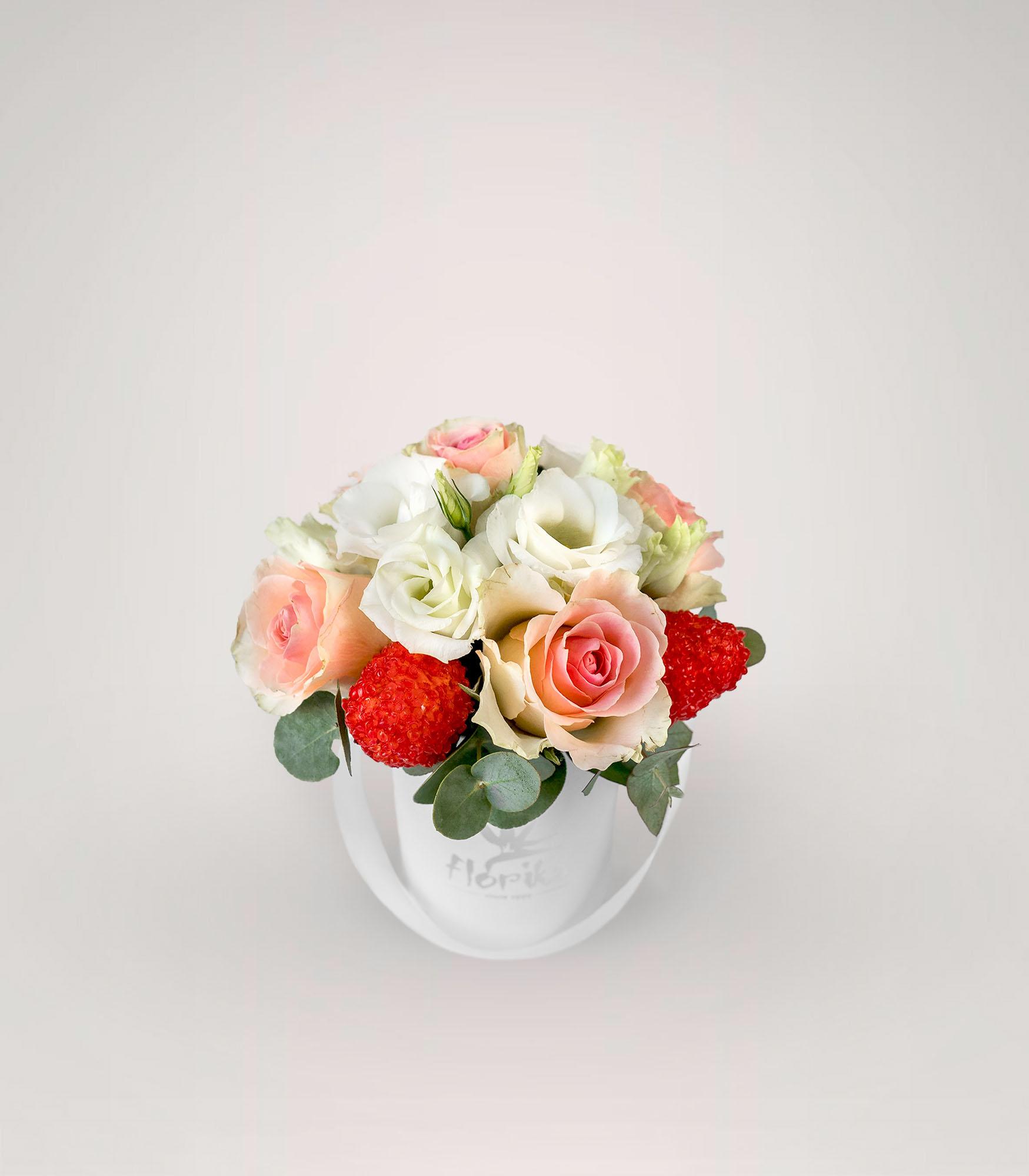 balta gėlių dėžutė valentino dienai
