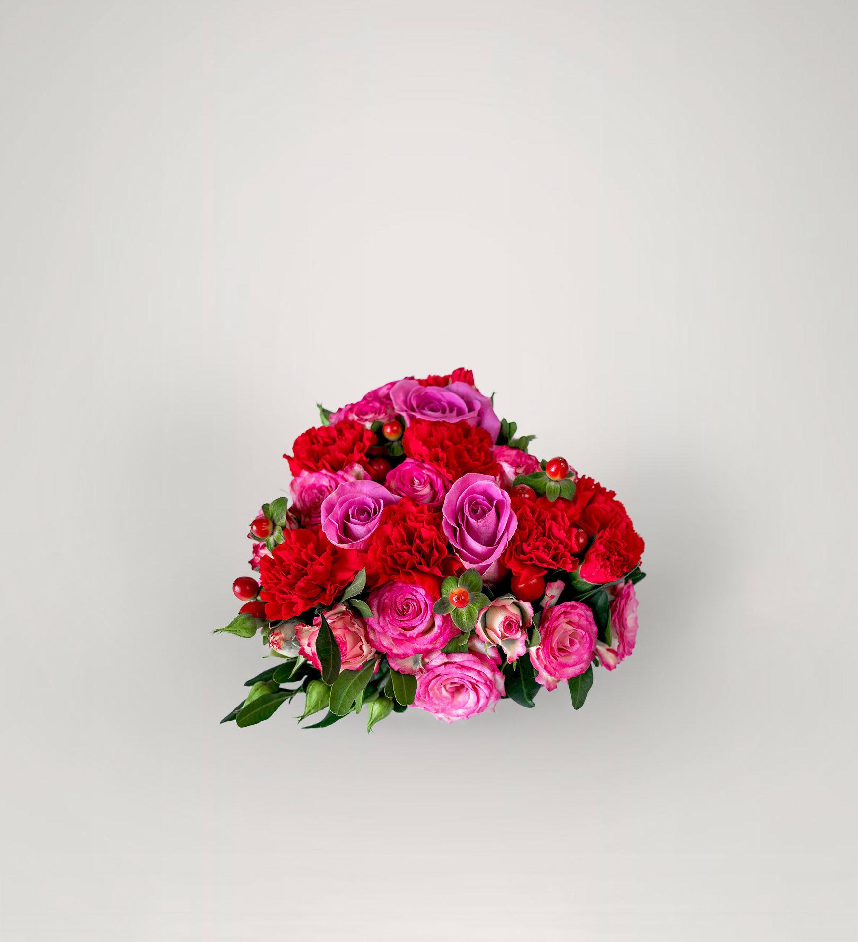 Maža širdies formos gėlių kompozicija